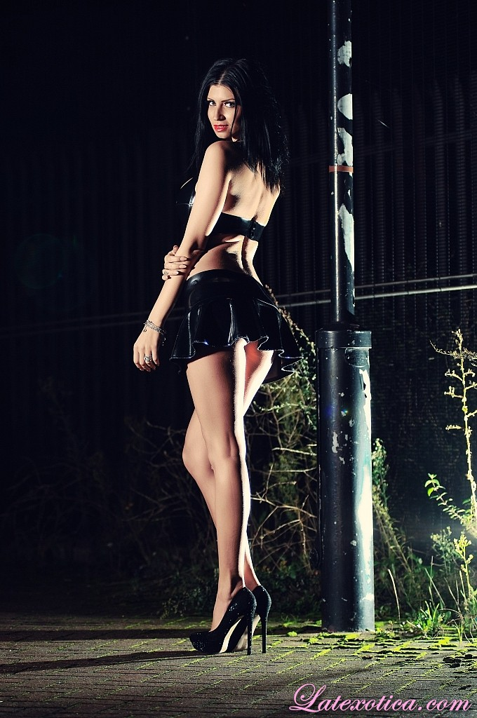 Lilly Roma Latex